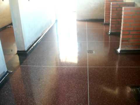 Envernizando piso de granitina youtube for Piso para caseta de jardin