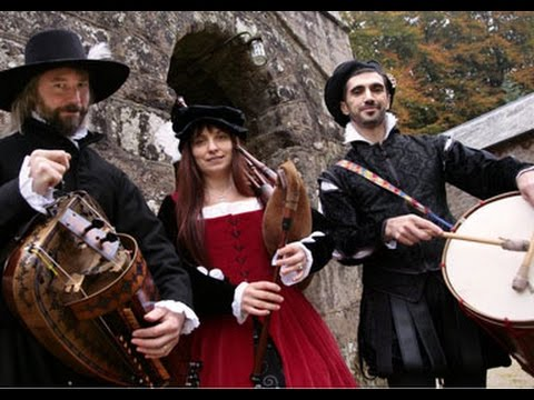 Gothic Harp and Gemshorn - UK Medieval Musicians for Events