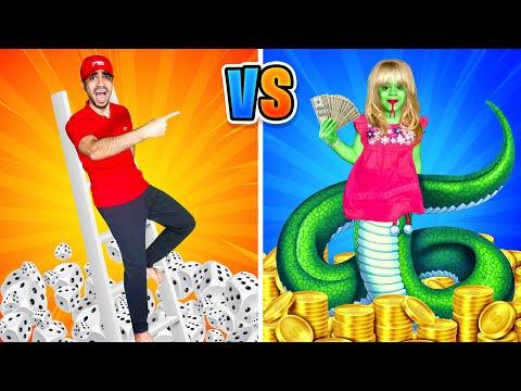 تحدي السلّم والثعبان 🐍 SNAKES AND LADDERS   Comedy Family Challenge