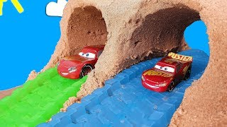 Disney cars Big vs Small Diecast Lightning Mcqueen and friends + Giant RC Mcqueen and Cars playset