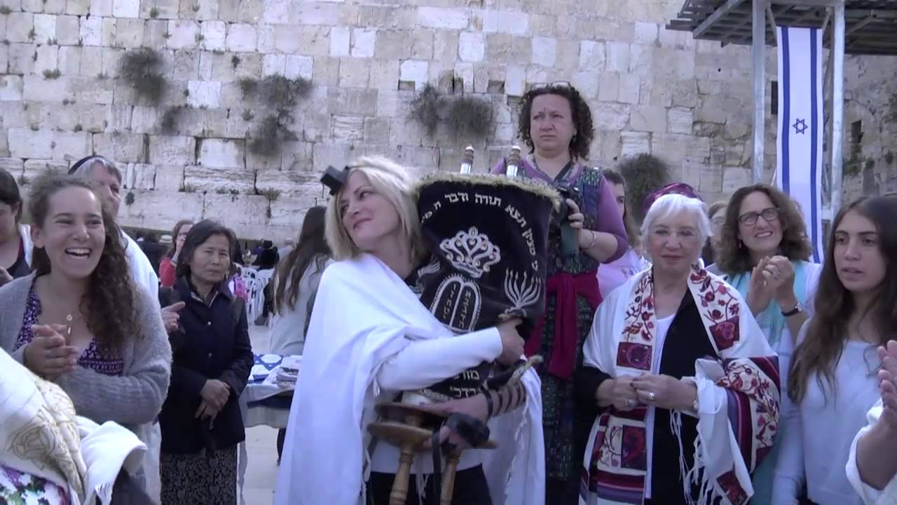 Women of the Wall Read from the Torah on Rosh Hodesh Iyar