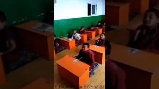 8-6=✌🏻 китайский мальчик решает пример.
