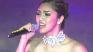 "Kim Chiu sings ""Peng You"" at the #KimChiuFUNtasyConcert 4.9.16"