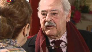Louco Amor: Óscar oferece colar a Carlota
