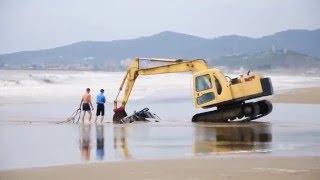Машина утонула на пляже (1)
