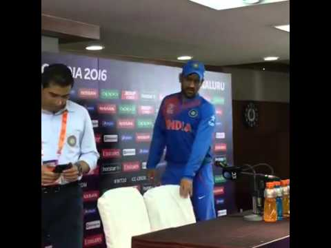Tight Slap to Journalist By Dhoni