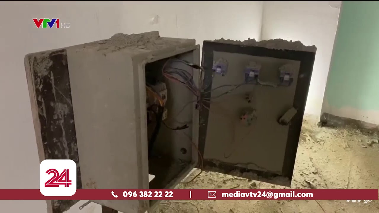 TP.HCM: Chung cư 10 năm chưa xây xong, 200 hộ dân tự vào ở | VTV24