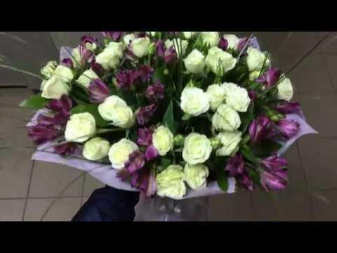 Букет цветов с кустовой розой
