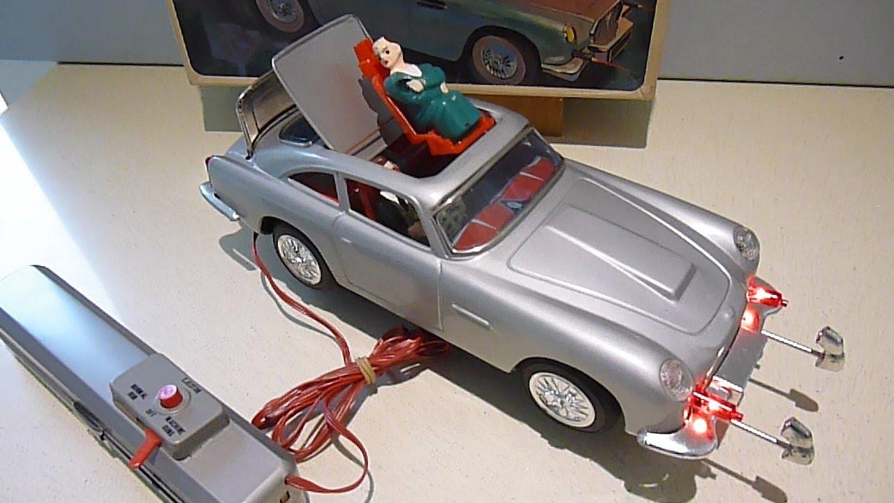 M101 Aston Martin Secret Ejector Car James Bond 007 Goldfinger and ...