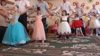 Танець дітей з батьками садок Берізка ЗВОРУШЛИВО