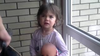 Малышка ругается на мужиков