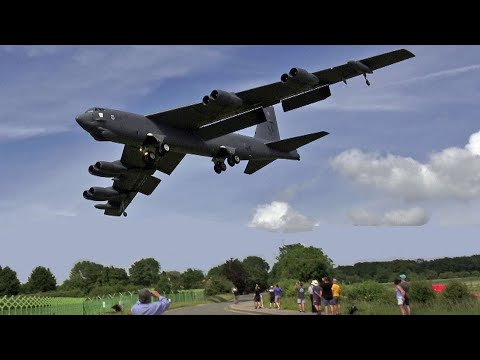 🇺🇸 Screaming B-52 Bombers Landing Into RAF Fairford.