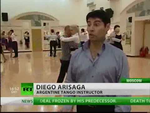 Former football pro uses Argentine footwork in Moscow to teach tango