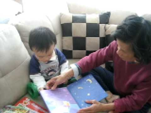 cu Minh Anh playing with co muoi