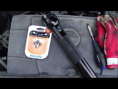 How to change BMW 3-serie E90 front headlight bulb change. Do it self.