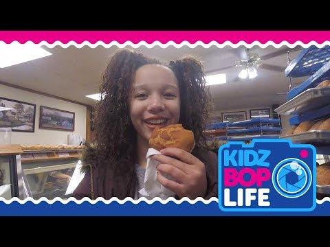 KIDZ BOP Life: Vlog # 9 - Faschnaut Day with Ahnya