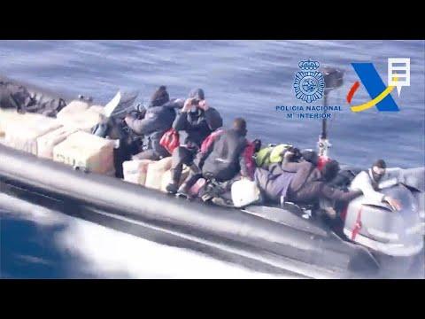 Detenidos cinco tripulantes de una narcolancha con 2 000 kilos de hachís