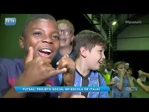 Escola de Itajaí realiza projeto social de futsal