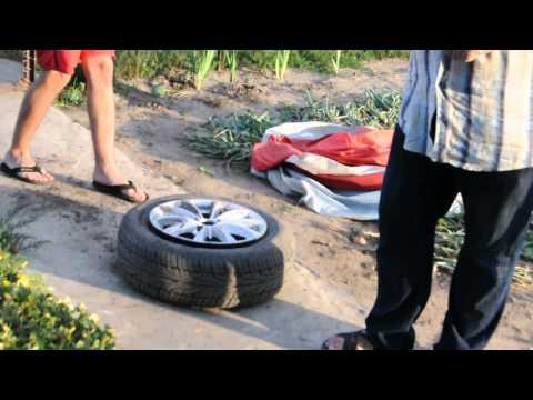 Как накачать бескамерное колесо, без насоса? Бензином!