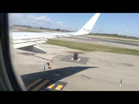 American Airlines 737-800 landing at LaGuardia Airport, Queens , New York