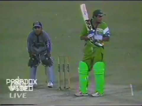 Pakistan beat New Zealand in the FINAL of Double Wicket Cricket Tournament 1998