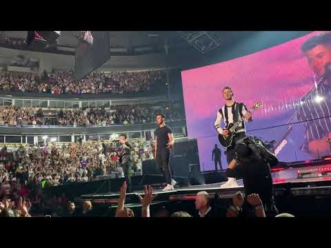 Jonas Brothers. - Sucker - Live In Chicago 9/20