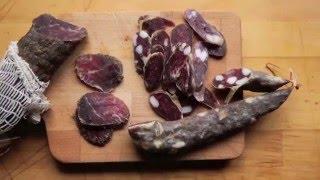 Сыровяленая колбаса и кумпяк из мангалицы