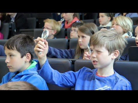 """Vorlesung Kinderuni: """"Reise in die Nanowelt"""" - Dr. Stephan Irsen   Forschungszentrum caesar"""
