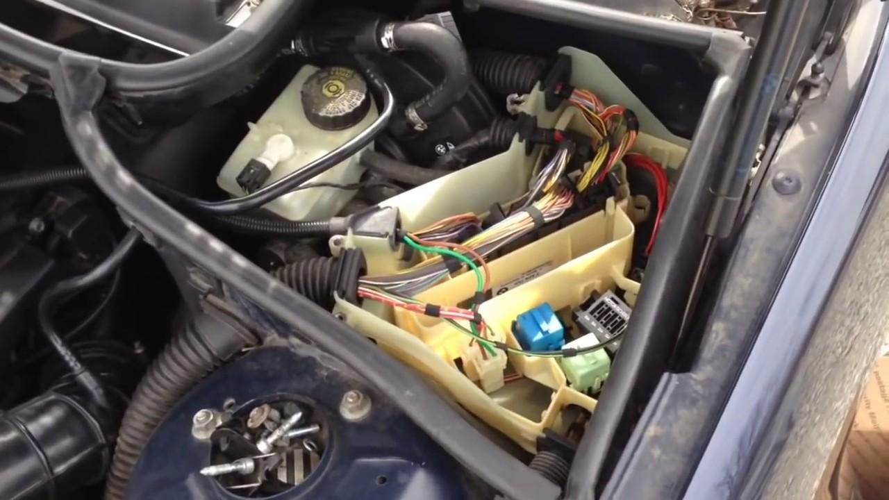 325i Pump Bmw 2001 Location Fuel Relay