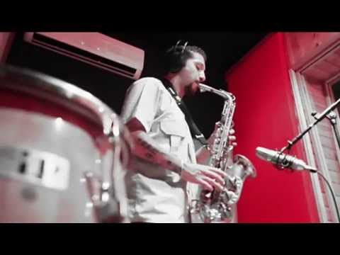 Alex Barragan (saxo solista con pista)
