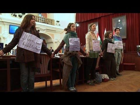 Group blocks Budapest council meeting on homeless law