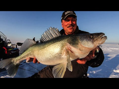 Catch Monster Walleye Using Rattling Lipless Crankbaits (Ice Fishing)