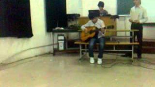 [Dai hoc Y Hai Phong - Y2 K31C - 8/3/2011] Đánh đàn guitar của lãng tử Thư
