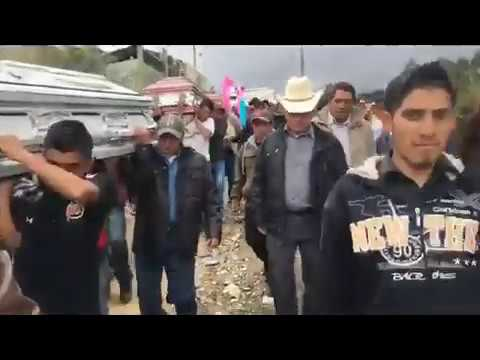 Entierro de personas fallecidas en Cerro Wachuna, San Pedro Soloma