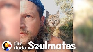 guy-biking-across-the-world-picks-up-a-stray-kitty-the-dodo-soulmates