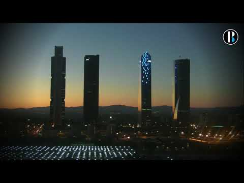 Puesta de sol sobre Cuatro Torres Business Area time lapse