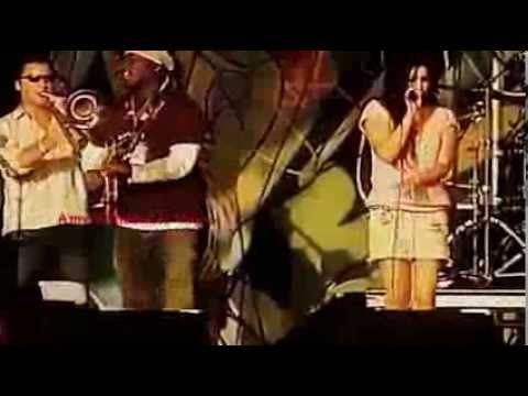 Amy Winehouse In My Bed live at Glastonbury 2004