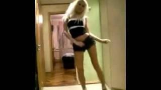 Современный танец ( повернул видео )(Девушка красиво танцует под современную музыку p.s просто развернул видео и всё., 2011-11-11T07:00:29.000Z)