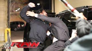 Roman Reigns und Triple H prügeln sich in der Garage: Raw, 21. März 2016