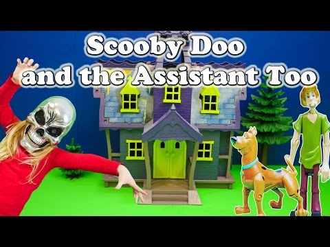 SCOOBY DOO & The Assistant Too a Scooby Doo Toys Video Parody