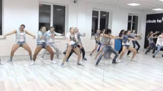 урок современного танца для девушек