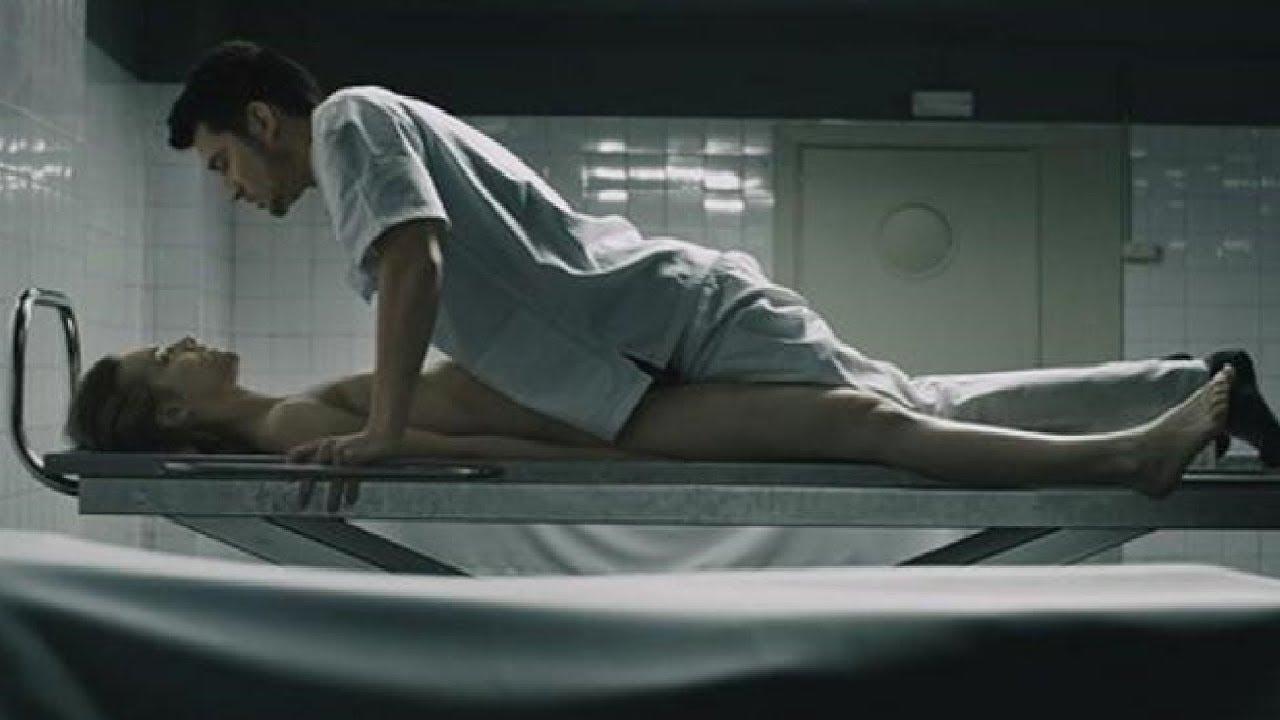 【閲覧注意】金髪美女の遺体を夢中で死姦する男