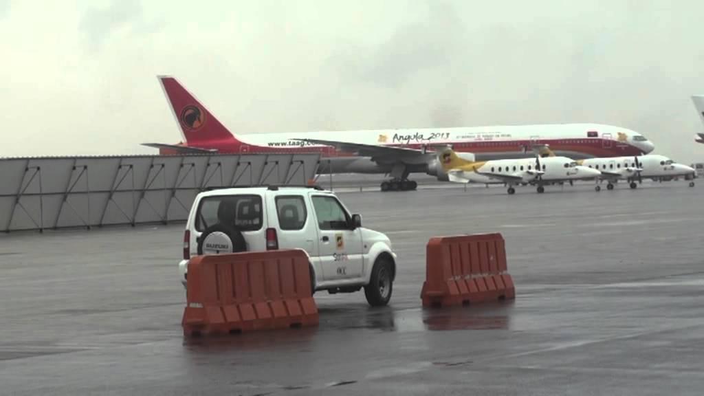 Aeroporto Luanda Chegadas : Na pista do aeroporto de luanda rumo ao lobito youtube