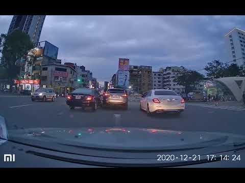 17:15 台灣大道東興路漢口路口車禍 | WoWtchout - 你在路我在錄