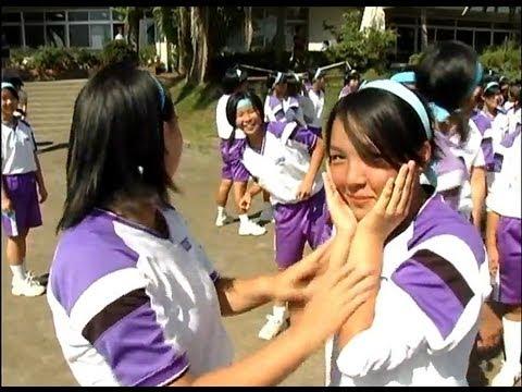 女は怖いww 女子中学生 運動会 棒取り. Catfight of middle school girls.