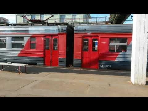Электропоезд ЭР2Р - 7023 на станции Голицыно