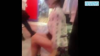 Genç kız soyunma kabininde yaptıkları ile şok etti! Videosu