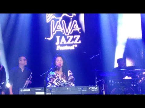 Berawal Dari Tatap - Yura Yunita ( Live at Java Jazz Festival 2018 )