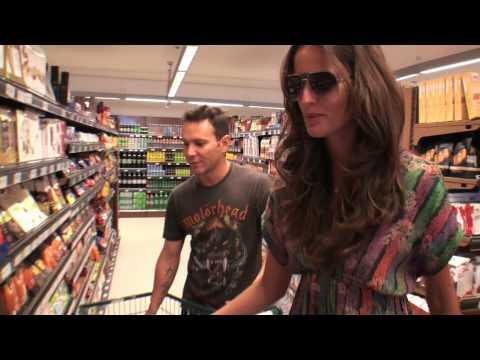 Matheus Mazzafera entrevista Izabel Goulart para o Monange Dream Fashion Tour