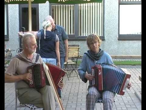 Etnomusic class in Birstonas, Lithuania. Ant kalno karklai siūbavo